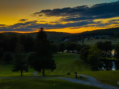 terraalta westvirginia unitedstates sunset alpine lake resort golf course terra alta wv wva west virginia us usa golfcourse golfing dusk evening landscape paysage fall autumn tree trees woods forest