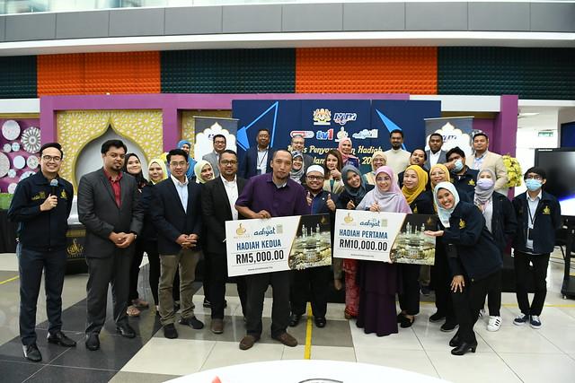 Gambar kenangan krew penerbitan Salam Baitullah bersama pemenang, penaja, TH dan TKPPS
