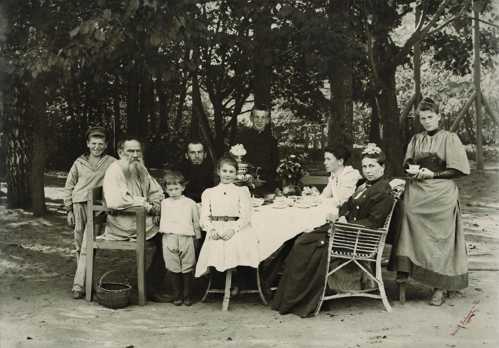 1892. Семья графа Л.Н. Толстого в Ясной Поляне