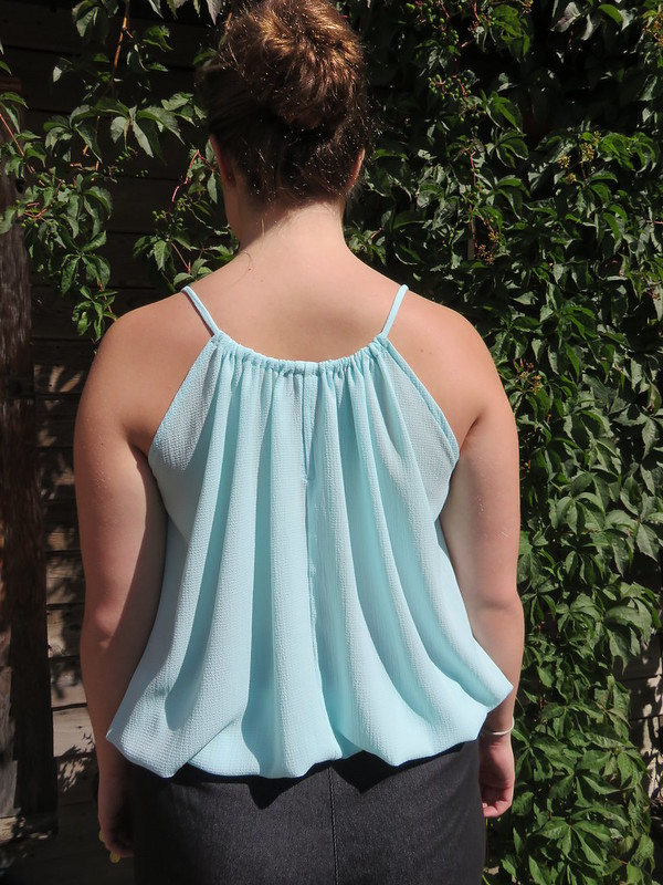 Vogue 2923 top woven back