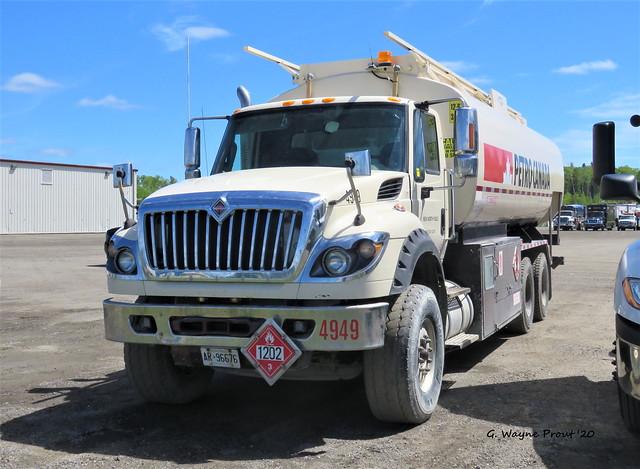 2012 International WorkStar 7500 Petro Canada Fuel Tanker Truck 4949 New North Fuels