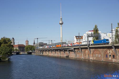 145 030 . PRESS . Protestzug . Berlin Jannowitzbrücke . 28.09.20.