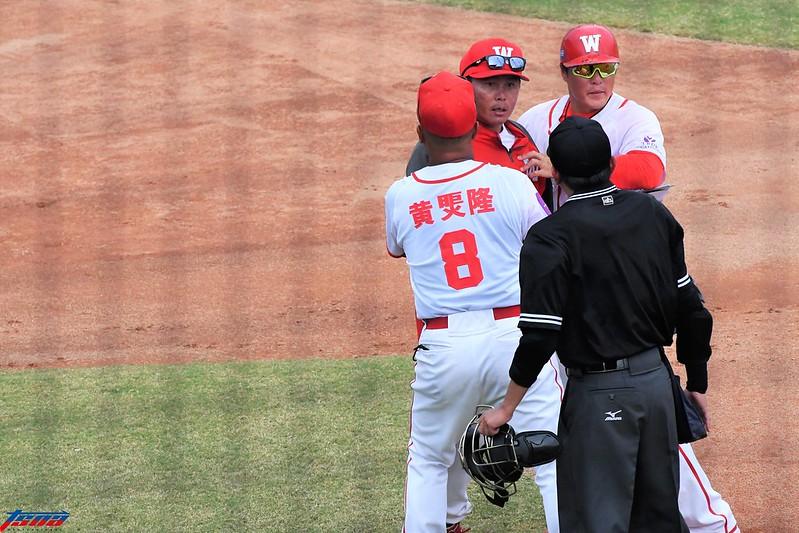 葉君璋教練遭驅逐。(特約攝影陳志強/現場拍攝)