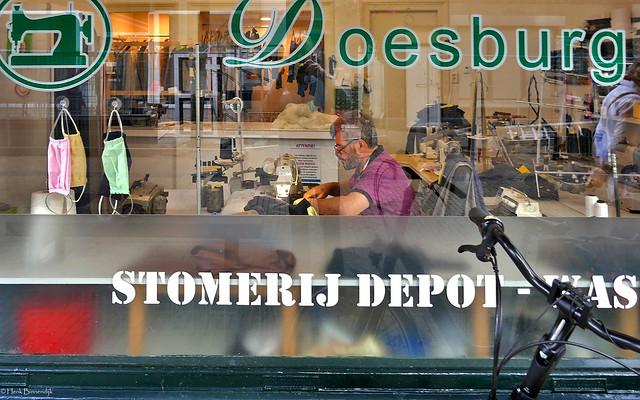 Doesburg: clothes repair man