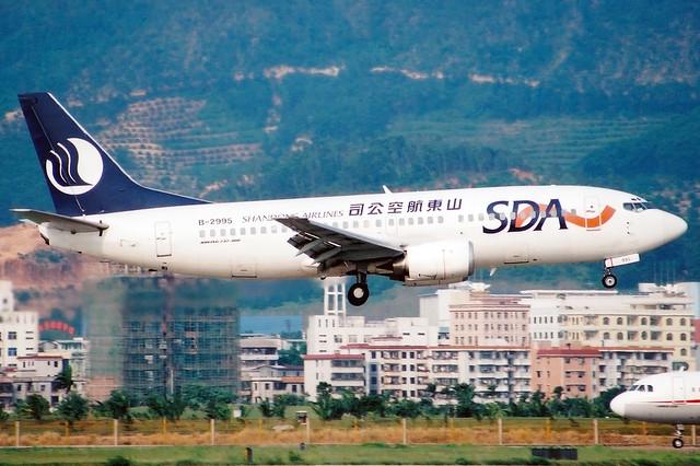 Shandong Airlines | Boeing 737-300 | B-2995 | Shenzhen Baoan