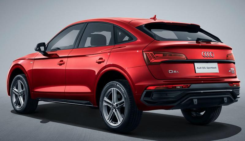 2021-Audi-Q5-L-Sportback-China-spec-3