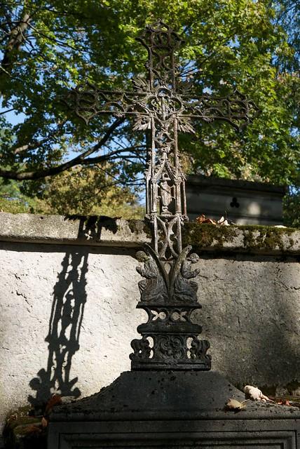 La croix et son ombre. Cross and its shadow. Крест и его тень
