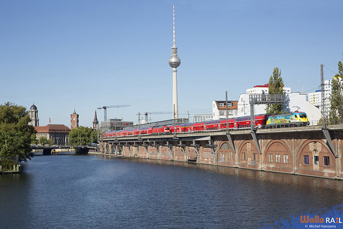 182 005 . DB . RE1  3113 . 182 014 . DB . RE1 3118 . Berlin Jannowitzbrücke . 28.09.20.