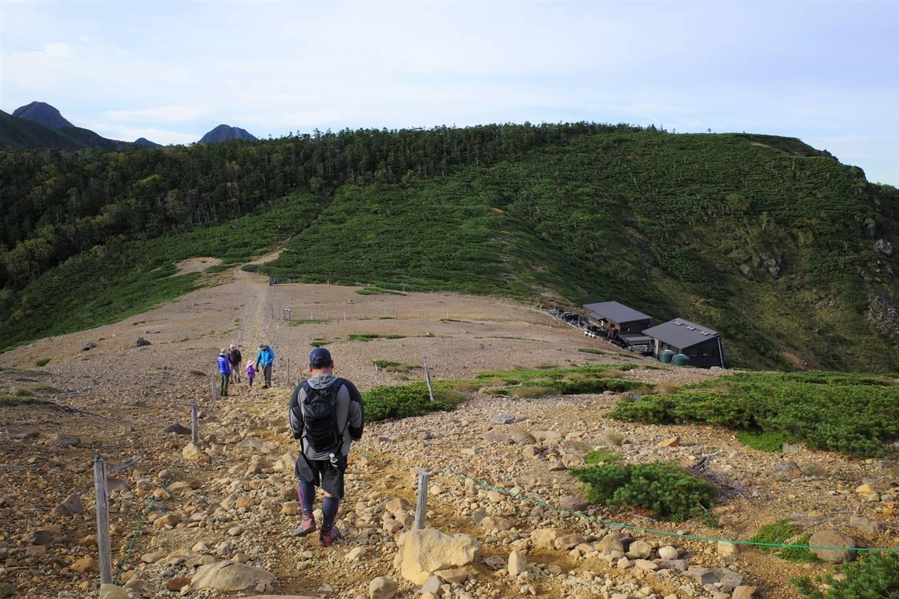 根石岳の稜線
