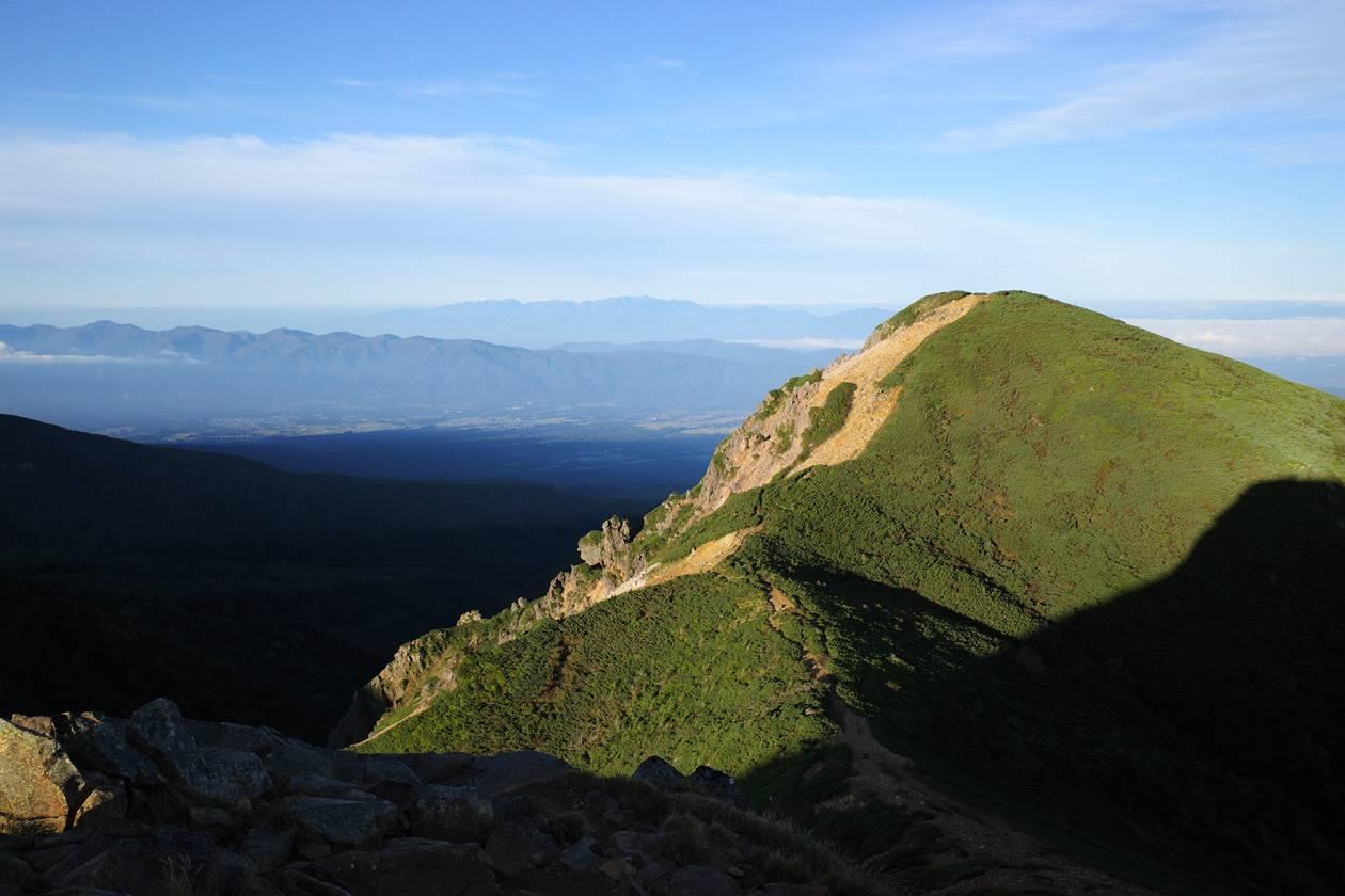 東天狗岳から眺める西天狗岳