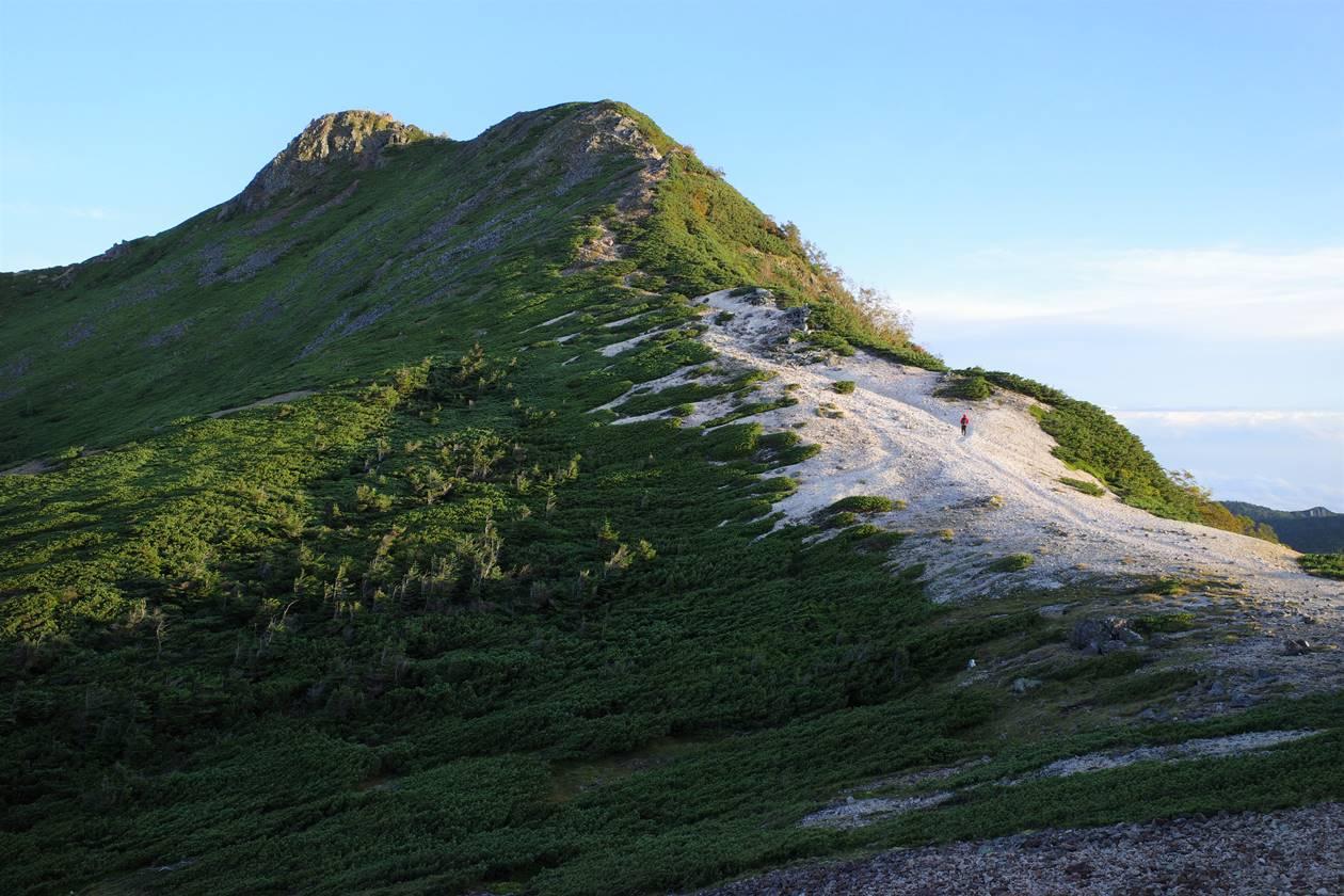 白砂の稜線と天狗岳