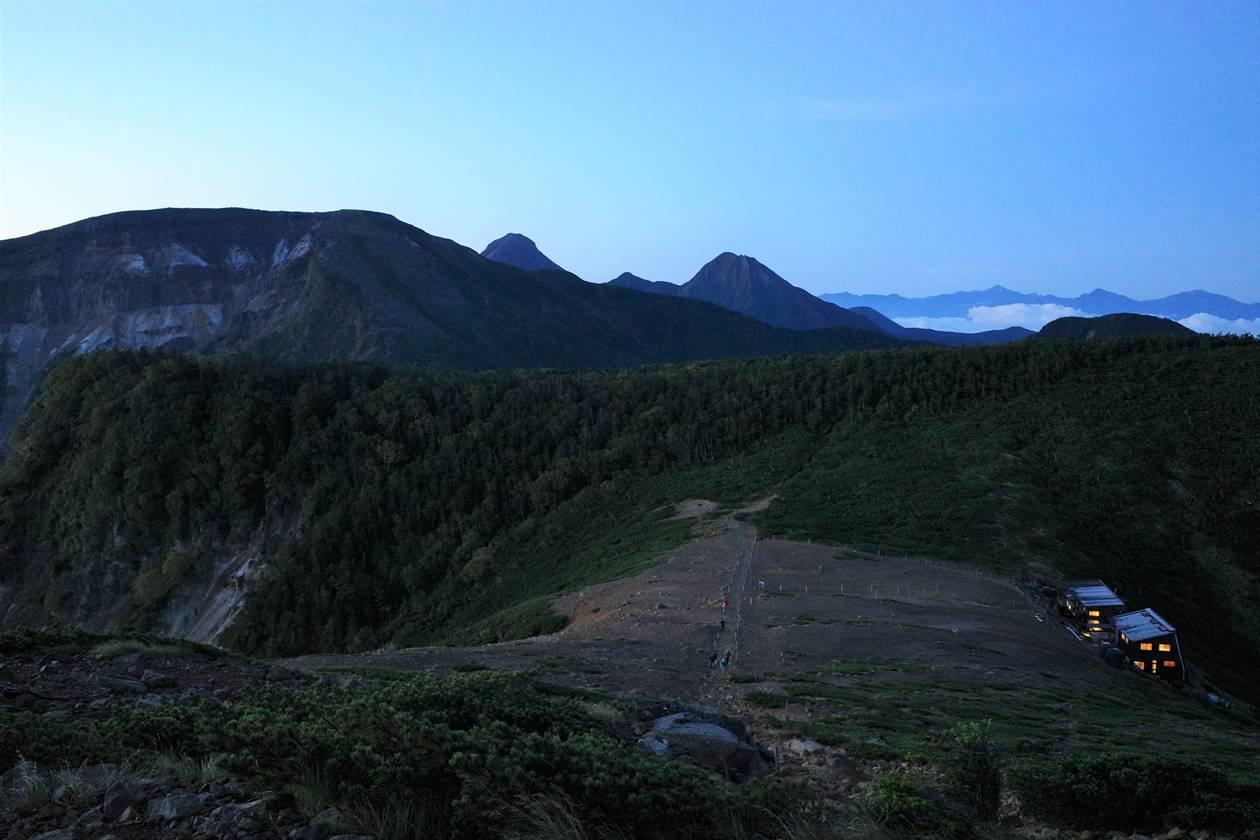 根石岳山頂から眺める硫黄岳、赤岳、中岳、阿弥陀岳