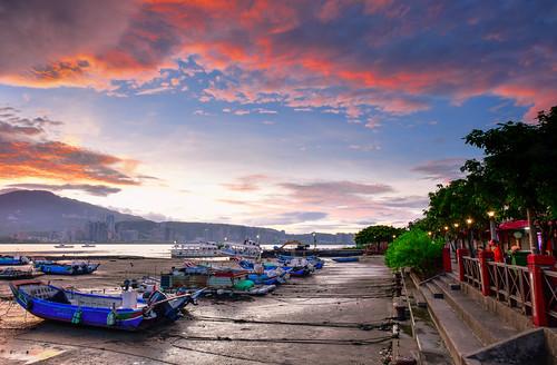 taiwan newtaipeicity balidistrict baliwharf sky cloud outdoors sunrise danshuiriver boat 台灣 新北市 八里區 八里渡船頭 晨曦 火燒雲 漁船