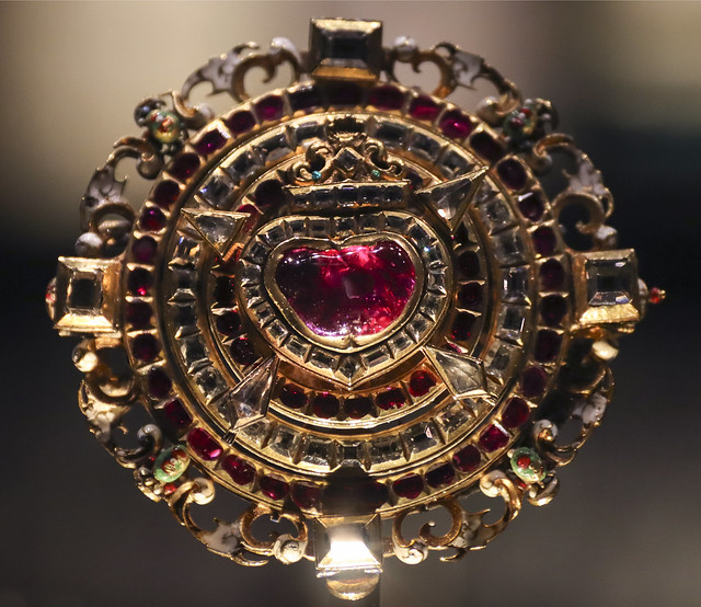 Jewelled locket, about 1610-20, Czech Republic(Bohemia), probably Prague, Gold with enamel, table-cut diamonds, rubies and miniature painting in oil on metal.