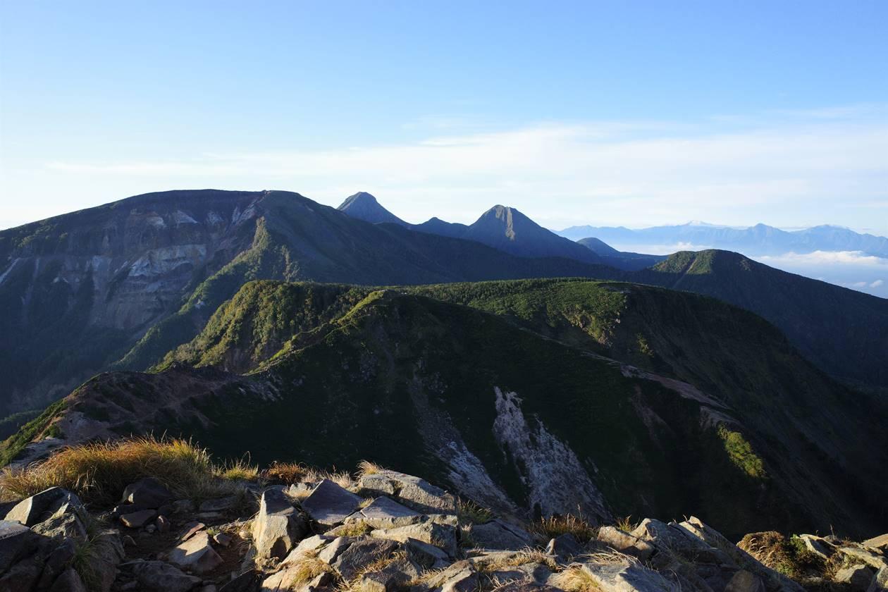 天狗岳から眺める赤岳方面の展望
