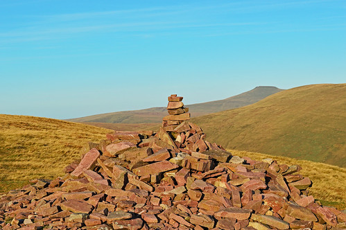 penyfan fan llia fawr brecon beacons national park wales breconshire view mountainscape landscape cairn dusk light daylight sundown