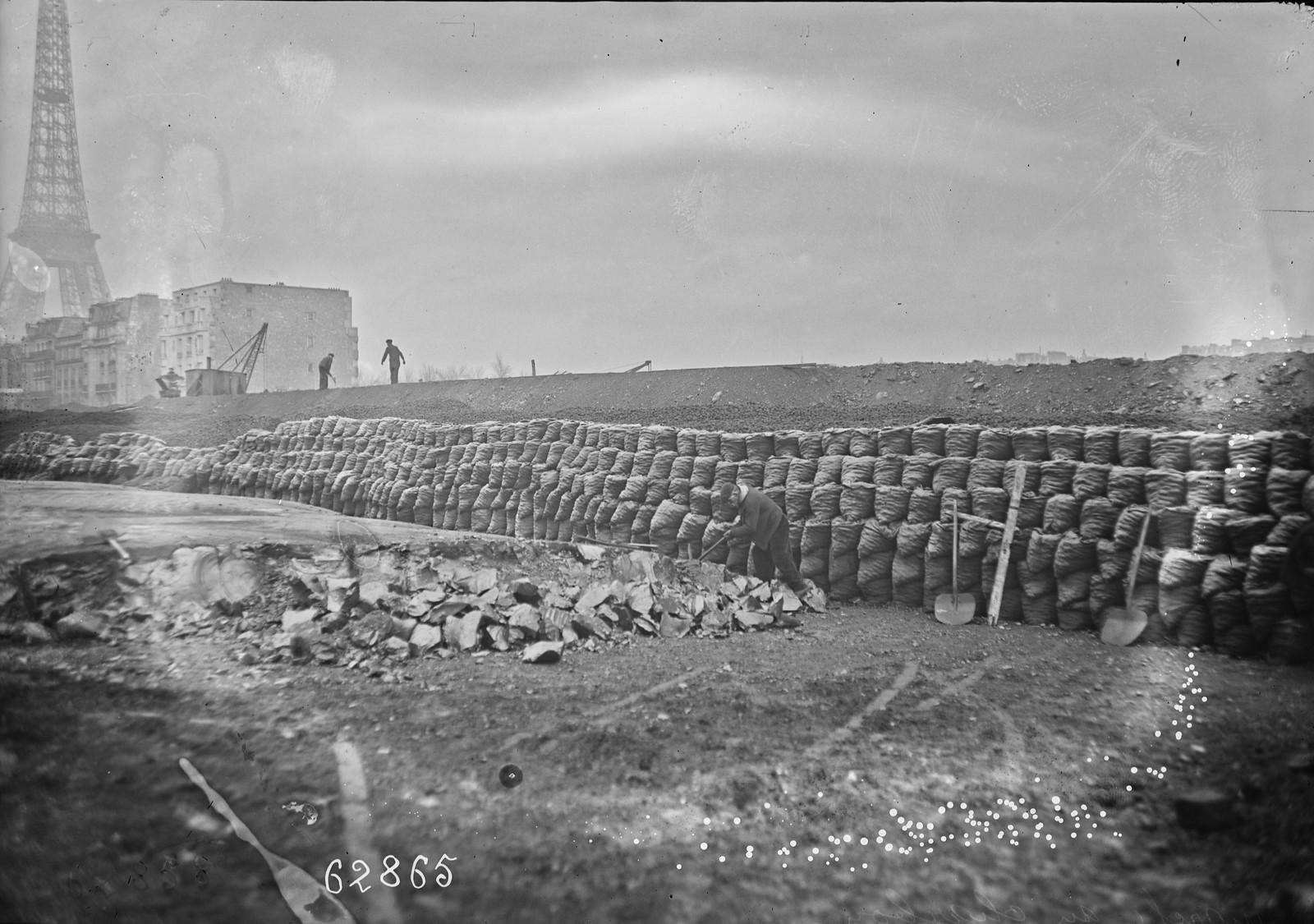 1920. Угольный рынок, недалеко от Эйфелевой башни1