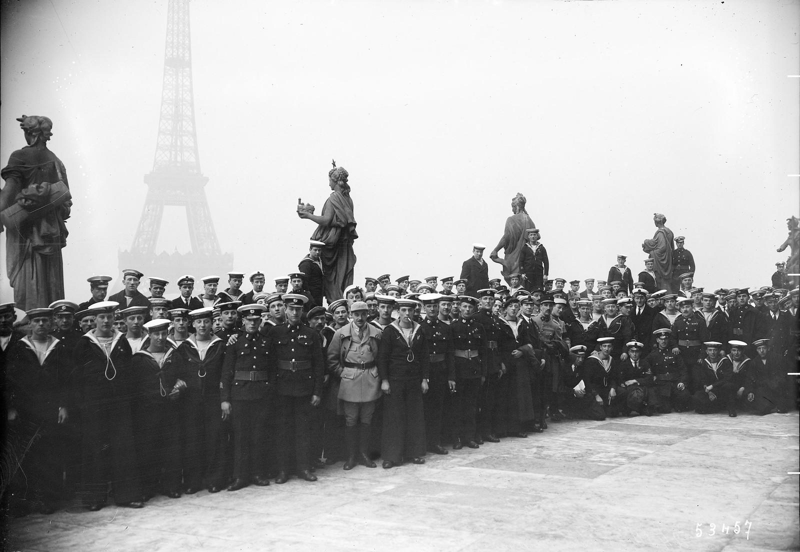 1919.  Английские моряки в Париже