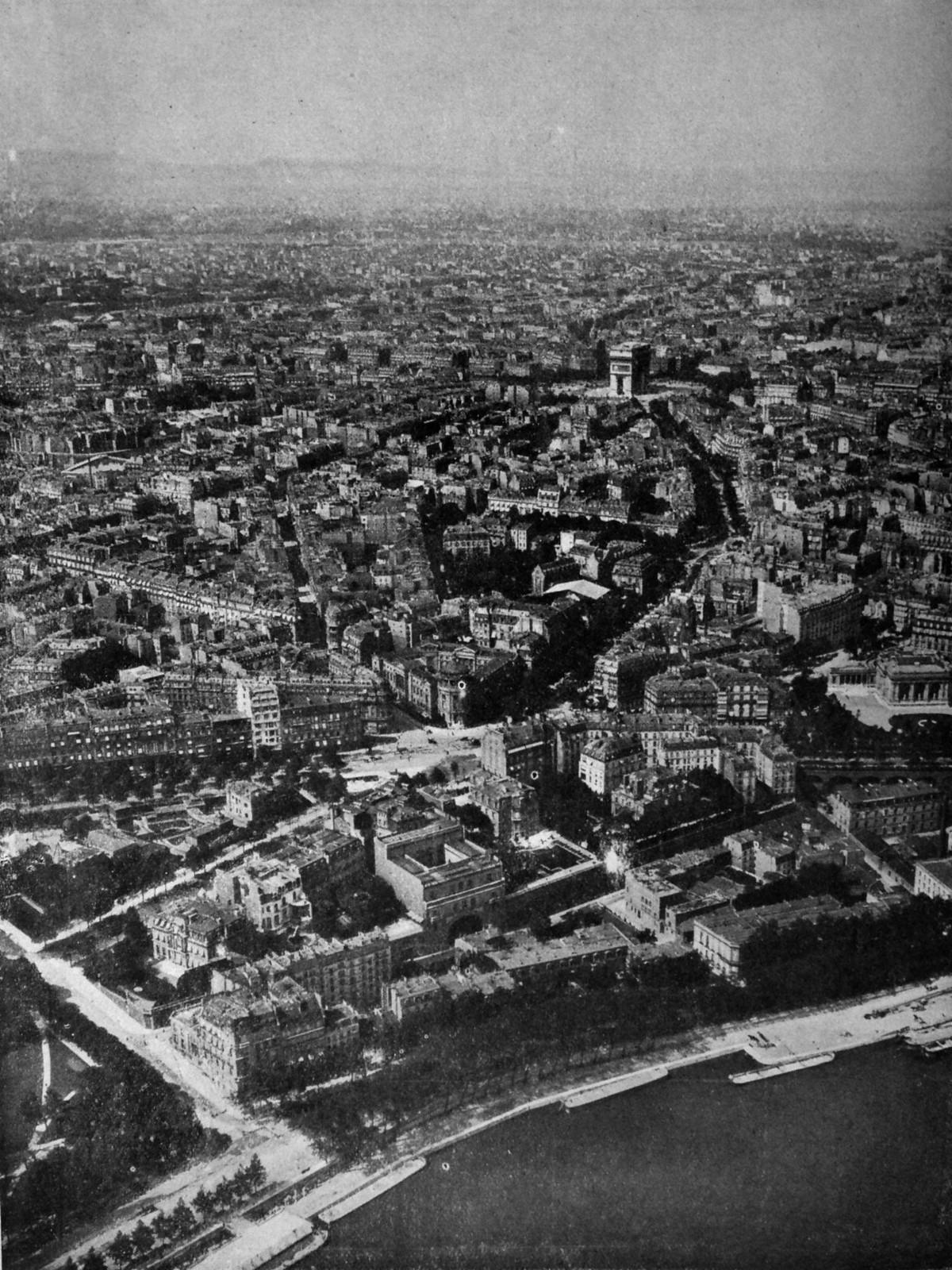 1918. Вид на Париж с Эйфелевой башни.