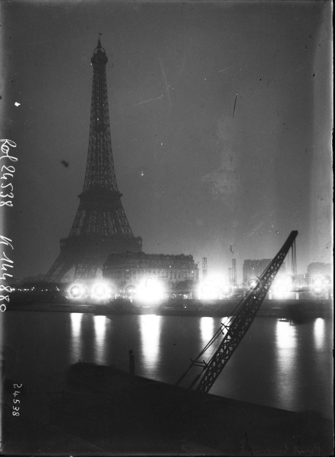 1912. Ночной Париж. Вид на Сену и Эйфелеву башню