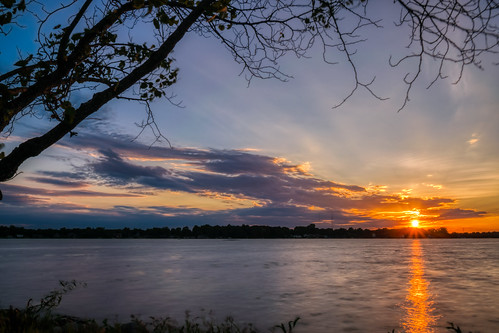 hdr indiana nikon nikond5300 outdoor warsaw winonalake clouds evening geotagged longexposure orange outside reflection reflections sky sunset tree water lake sun sunburst