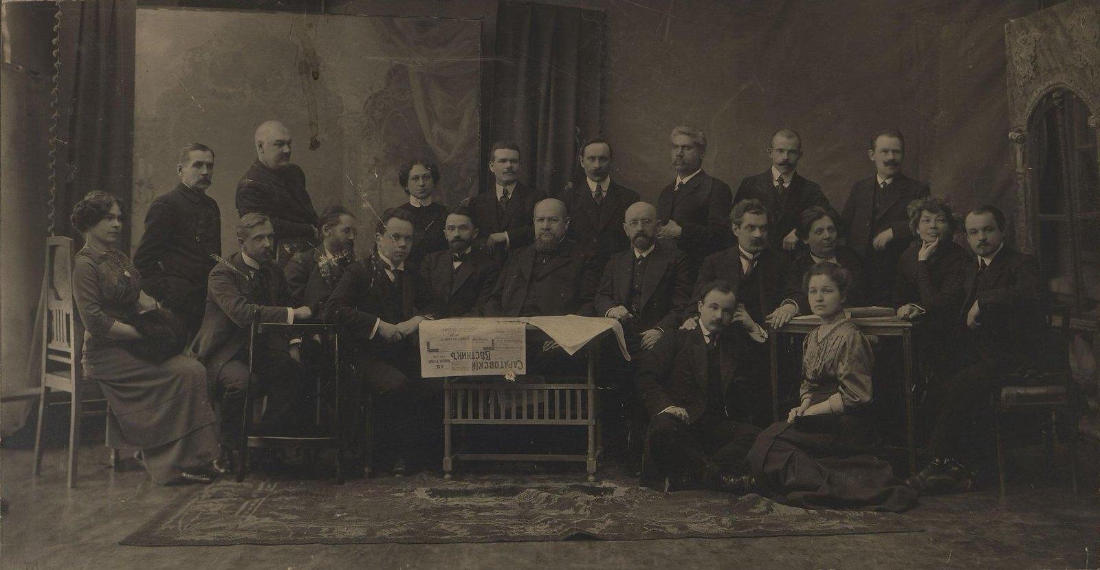 1912. Издатель, редакция и сотрудники газеты «Саратовский вестник»1
