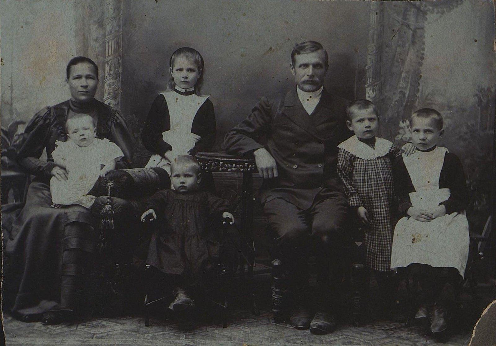 1907. Семья Рукавцевых