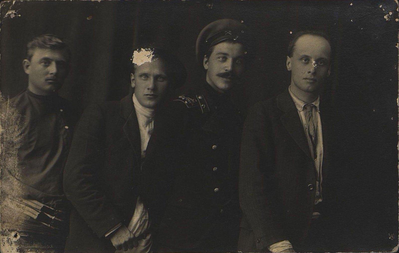 1900-е. Грибов Иван с товарищами в ссылке