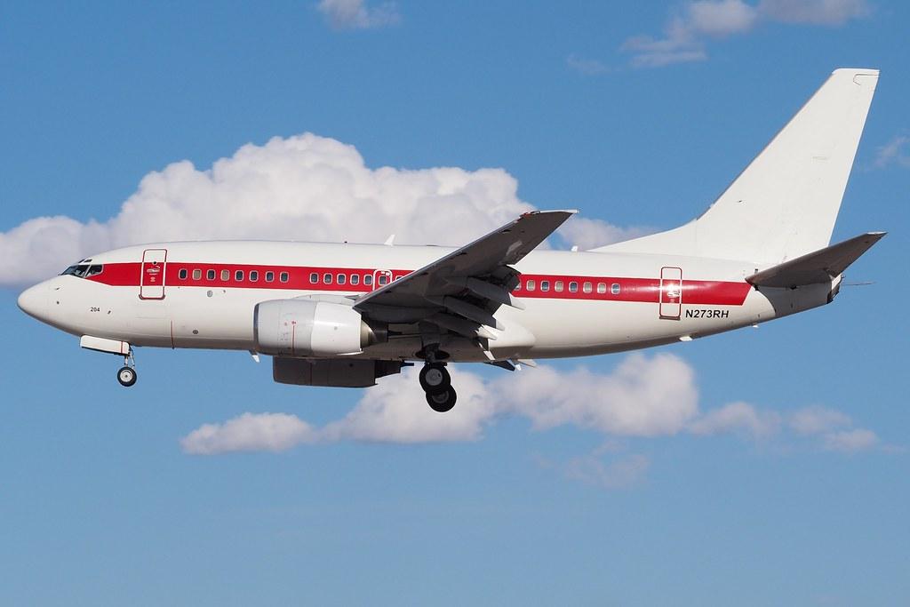 737-600 N273RH