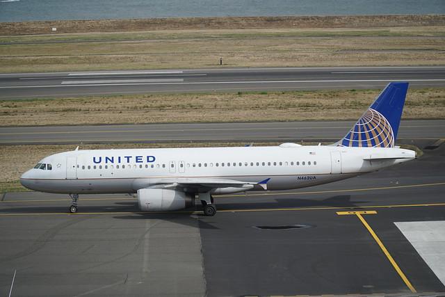 UA Airbus A320-200 N462UA