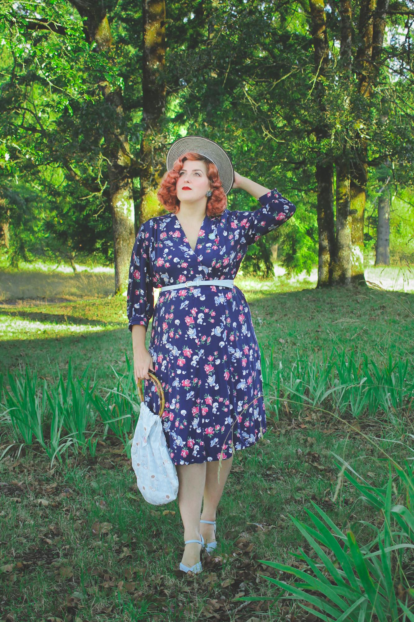 1940s novelty print lady head dress