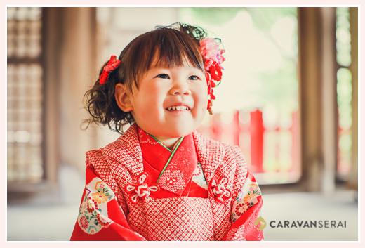 3歳の七五三 赤い着物と被布を着た女の子