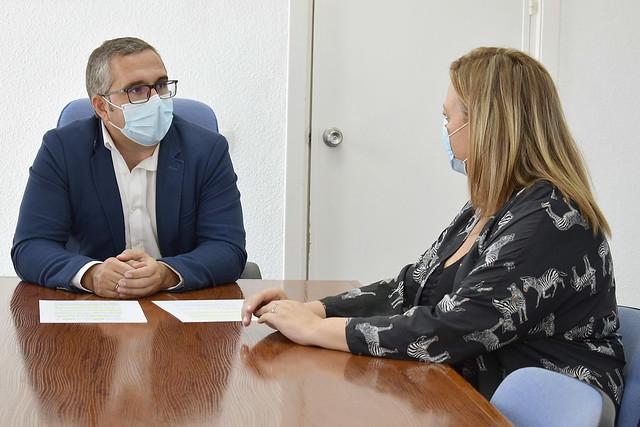 Reunión de trabajo alcalde Juan Manuel Valle-delegada de Hacienda Rocío Lay