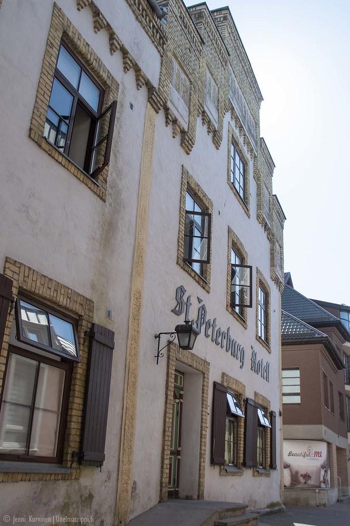 Vanha kivirakennus Pärnun vanhan keskustassa