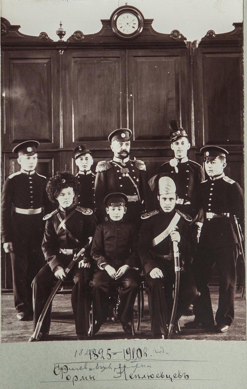 28. Кадеты в «исторических» формах корпуса 1825-1910 года