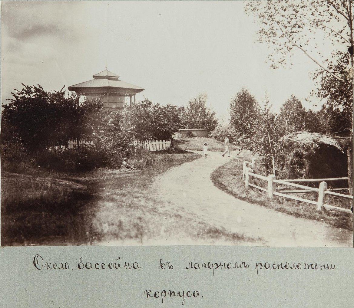 44. Вид лагерного сада с бассейном
