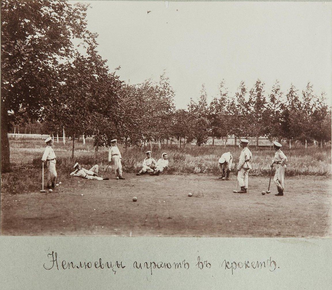 38. Кадеты играют в «крикет»