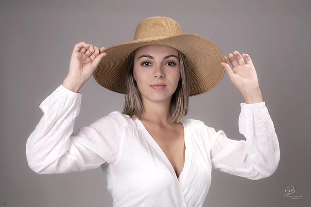 Belle au chapeau IMG_ 0  1667