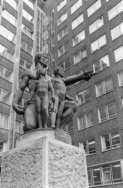 Sculpture, Knightsbridge, Kensington & Chelsea, 1988 88-4b-52-positive_2400
