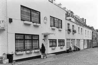 Ennismore Mews, Knightsbridge, Westminster, Kensington & Chelsea,1988 88-4c-34-positive_2400