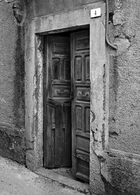 Porte chiuse - Closed doors n. 9