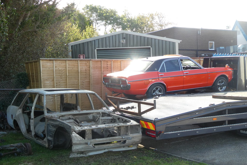 2 Ford Granadas