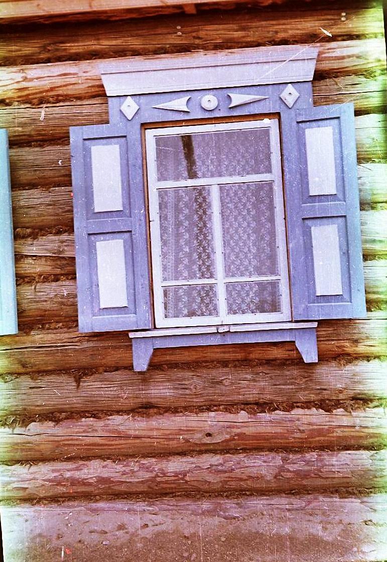 Наличник и ставни окна дома.  Баргузинский р-он, с. Уро (2)