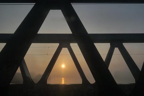 elbe süderelbe hamburg brücke stahlbrücke sonnenaufgang sunrise nebel fog river metronom train pendler commuter