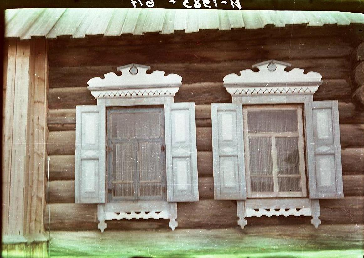 Наличник и ставни окна дома.  Баргузинский р-он, с. Уро (3)