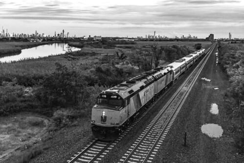 rutherford bergencounty bergencountyline westbound train passenger passengertrain commuter commutertrain f40 f40ph f40ph2cat nj njt njtr njtr4119 njtr4120 berryscreek meadowlands meadows emd njtransit northjersey newjersey newjerseytransit clouds evening sunset newyorkcity manhattanskyline skyline