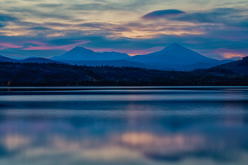 lakedillon dillonreservoir sunrise dawn daybreak lake reflections mountains clouds landscape summitcounty colorado