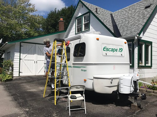 Carleton Place - the cleaing and waxing of the trailer