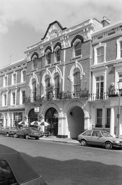 Hollywood Arms, Hollywood Rd,  West Brompton, Kensington & Chelsea, 1988 88-4n-26a-positive_2400