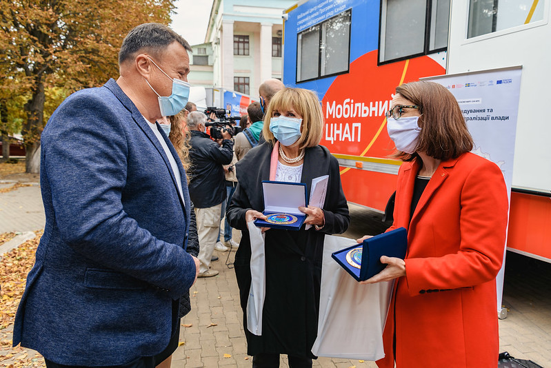 UNDP and Canada provide four mobile centres to expand public services in rural communities across eastern Ukraine